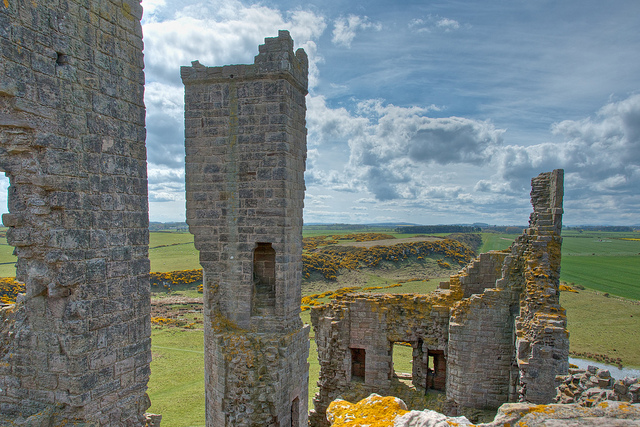 Dunstanburgh Castle ruin by DancesWithLight